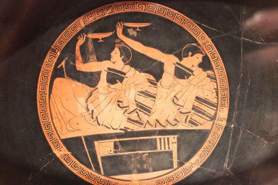 kottabos raffigurato sul fondo di una coppa