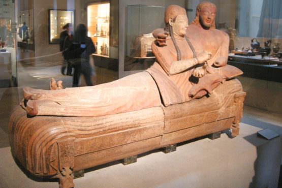 Sarcofago degli sposi etruschi al Louvre