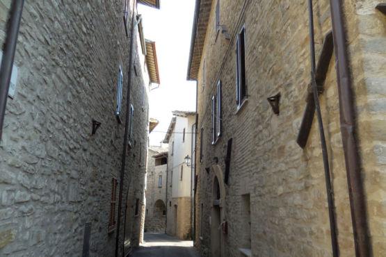 Uno degli scorci del borgo di Valfabbrica