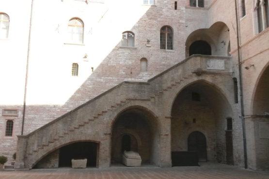Scalinata interna Palazzo Trinci Foligno
