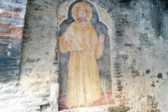 Affresco di S. Francesco lungo le vie di Bevagna