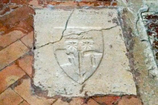 pavimento con croce patente e fiori della vita al Tempio di Sant'Angelo Perugia